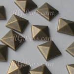 RG Convex Pyramid Nailheads Hot Fix - Antique Gold